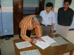 Penandatanganan MOU oleh Kepala SD Lab UM Malang