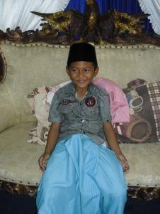Ilustrasi : Foto Riski Putra Aldino (Siswa kelas 6 MI Islamiyah Alwathaniyah yang baru saja dikhitan)