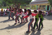 balap bakiak siswa putri