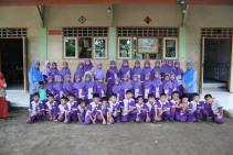 Siswa kelas II A-B bersama wali kelas